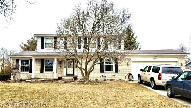 1934 Pelican Court, Troy, MI 48084 (#2200015448) :: The Mulvihill Group