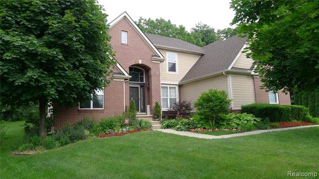 4565 Appletree Court, West Bloomfield Twp, MI 48323 (#2200015474) :: The Buckley Jolley Real Estate Team