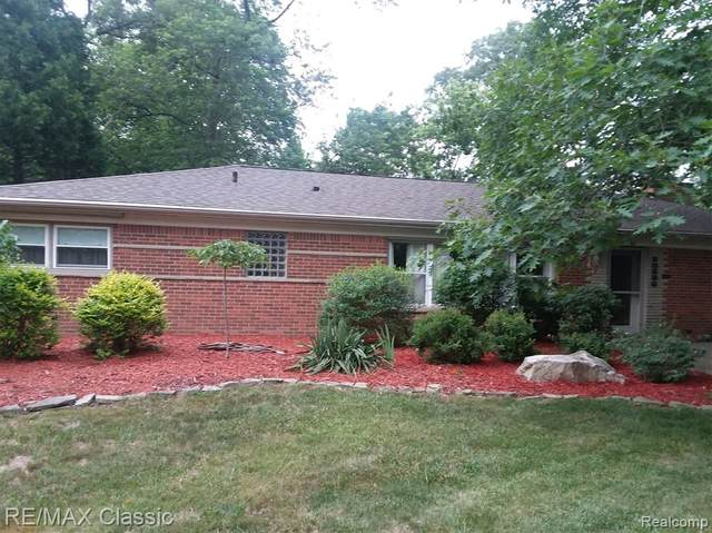 30590 Helmandale Drive, Franklin Vlg, MI 48025 (#2200015747) :: The Buckley Jolley Real Estate Team