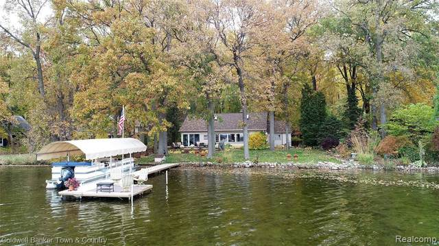 2690 Indian Trail, Hamburg Twp, MI 48169 (#2200015766) :: BestMichiganHouses.com