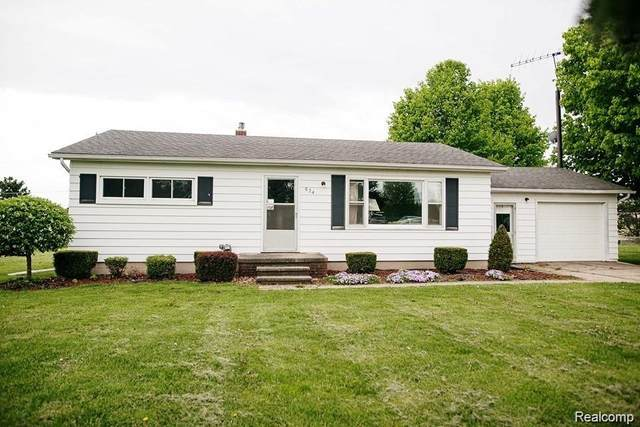574 Borland Road, Imlay City, MI 48444 (#2200016024) :: Springview Realty