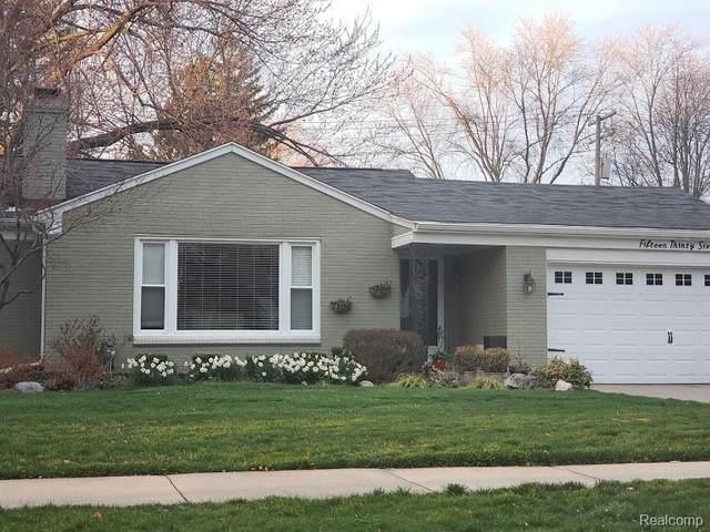 1536 N Renaud Road, Grosse Pointe Woods, MI 48236 (#2200016116) :: The Alex Nugent Team | Real Estate One