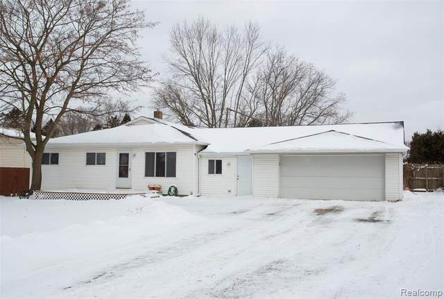 5085 White Lake Road, White Lake Twp, MI 48383 (#2200016240) :: The Merrie Johnson Team