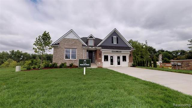 5817 Hartwick Drive, West Bloomfield Twp, MI 48324 (#2200019029) :: The Mulvihill Group