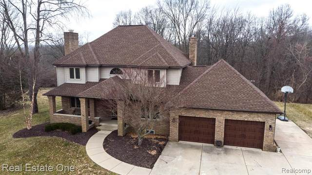 1786 S Milford Road, Milford Twp, MI 48381 (#2200019256) :: Alan Brown Group