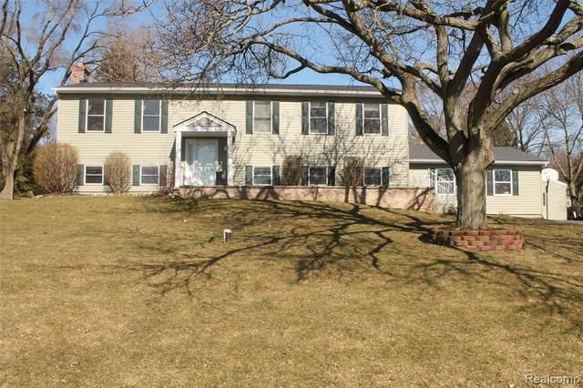 2794 Sun Terrace Drive, Hartland Twp, MI 48353 (#2200020548) :: The Buckley Jolley Real Estate Team