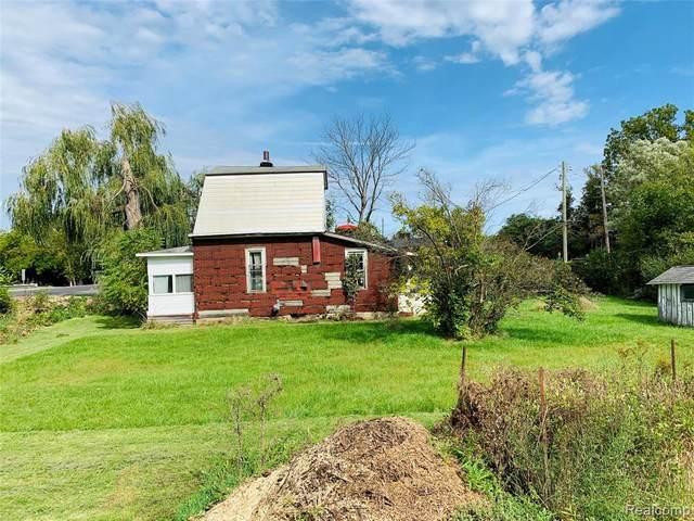 18850 Northville Rd, Northville Twp, MI 48168 (#2200020734) :: GK Real Estate Team