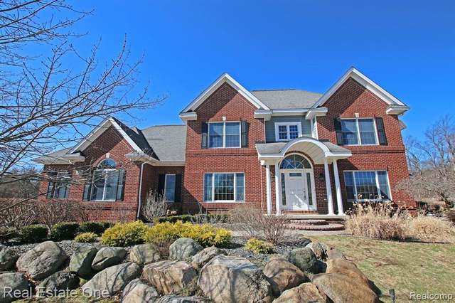 836 Hemlock Drive, Addison Twp, MI 48370 (#2200021605) :: The Mulvihill Group