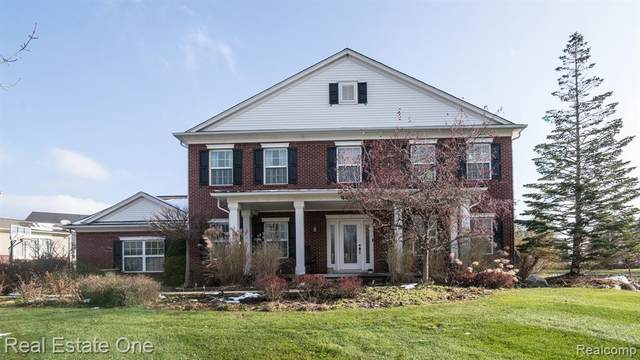 4433 Carriage Hill Court, Oakland Twp, MI 48306 (#2200021768) :: The Mulvihill Group
