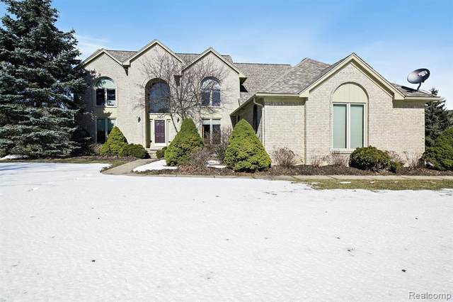 3612 Aynsley Drive, Rochester Hills, MI 48306 (#2200021839) :: The Mulvihill Group