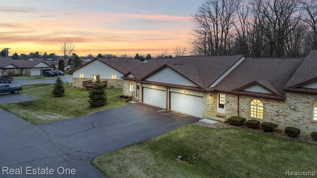7100 Bluewater Drive, Springfield Twp, MI 48348 (#2200022051) :: The Merrie Johnson Team