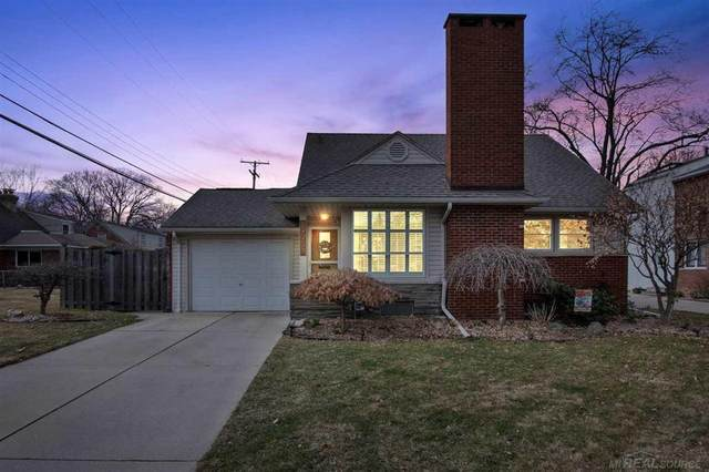19951 Holiday, Grosse Pointe Woods, MI 48236 (MLS #58050008450) :: The Toth Team