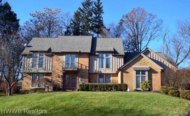 4250 Pine Lane, Orchard Lake Village, MI 48323 (#2200022143) :: RE/MAX Nexus
