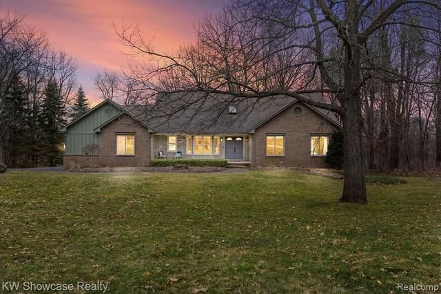 2695 Mystic Valley Drive, White Lake Twp, MI 48383 (#2200022226) :: Springview Realty