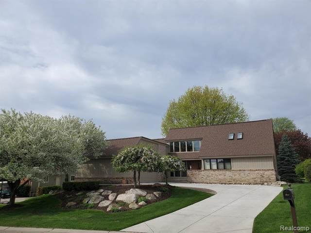 701 Brookwood Lane E, Rochester Hills, MI 48309 (#2200022522) :: The Mulvihill Group