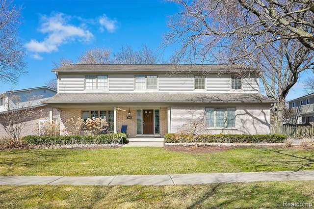1192 Blairmoor Court, Grosse Pointe Woods, MI 48236 (MLS #2200022610) :: The Toth Team