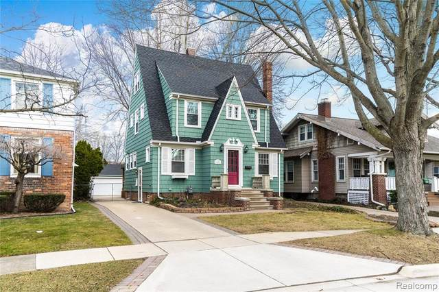 1828 Brys Drive, Grosse Pointe Woods, MI 48236 (MLS #2200022681) :: The Toth Team