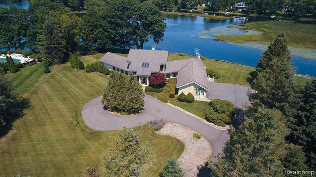 4180 Newcastle Drive, Orion Twp, MI 48348 (#2200022694) :: The Mulvihill Group