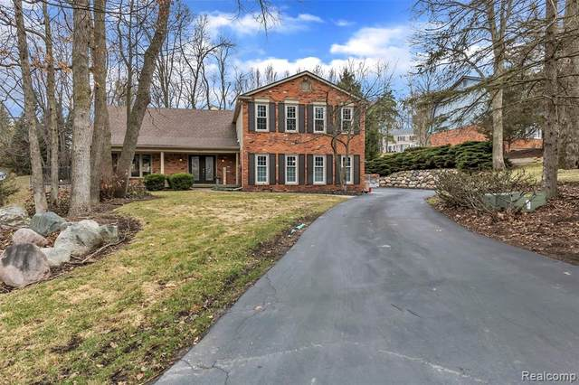 8355 Fawn Valley Drive, Independence Twp, MI 48348 (#2200022722) :: The Mulvihill Group