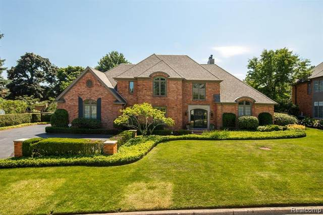 1 Windward Pl, Grosse Pointe Farms, MI 48236 (#2200022768) :: The Mulvihill Group
