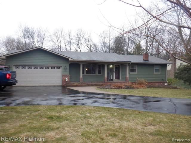 2801 N Tipsico Lake Road, Hartland Twp, MI 48353 (#2200022994) :: The Buckley Jolley Real Estate Team