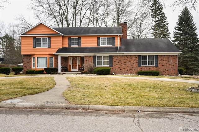 5113 Forest Side Drive, Flint Twp, MI 48532 (#2200023100) :: Alan Brown Group