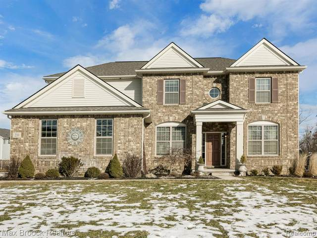 233 S Wynstone Circle, Oakland Twp, MI 48363 (#2200023115) :: Springview Realty