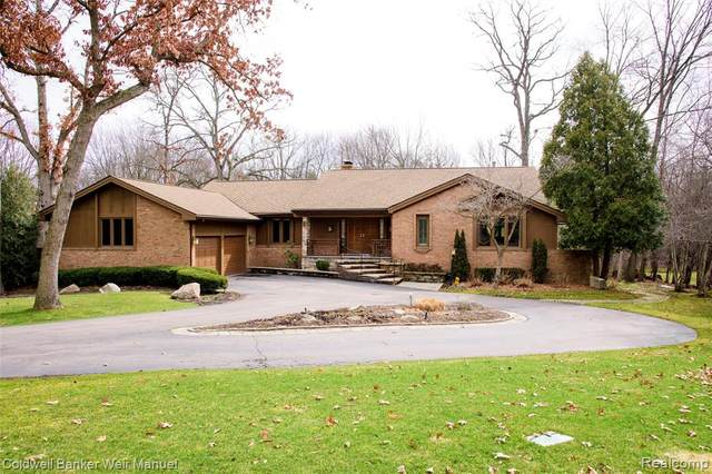 135 W Hickory Grove Road, Bloomfield Hills, MI 48304 (#2200023387) :: Alan Brown Group