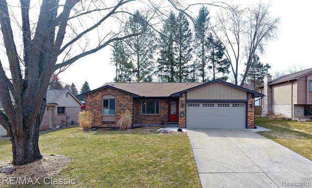 773 Abbey Lane, Milford Vlg, MI 48381 (#2200023397) :: The Mulvihill Group
