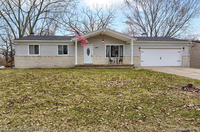 3370 Buss Drive, Commerce Twp, MI 48390 (#2200023502) :: The Buckley Jolley Real Estate Team