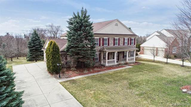 33 Oakbridge Drive, Oakland Twp, MI 48306 (#2200023528) :: The Mulvihill Group