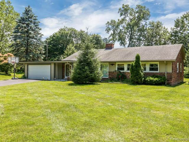 2770 Colonial Trail, Bloomfield Twp, MI 48304 (#2200023631) :: Alan Brown Group