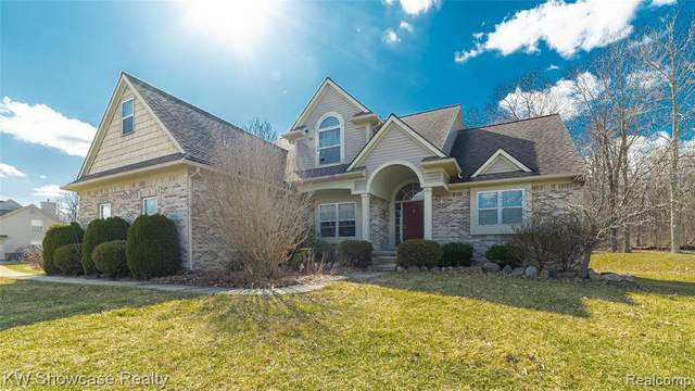 5611 Teton Trl, White Lake Twp, MI 48383 (#2200023682) :: The Merrie Johnson Team