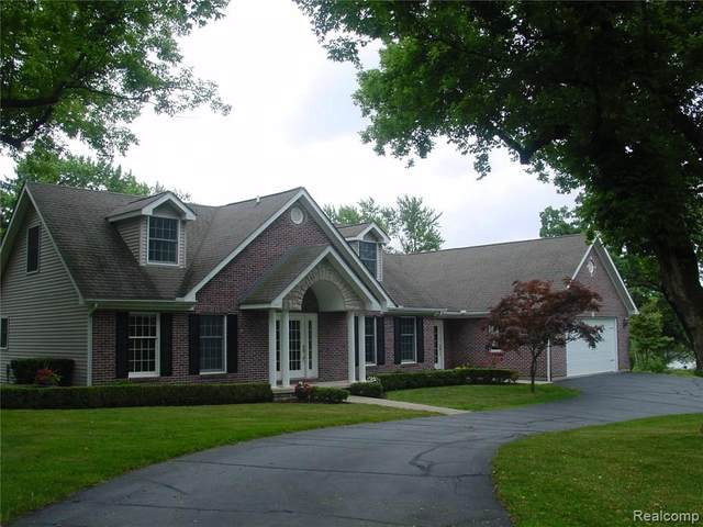9055 Hunter Grove, Brighton Twp, MI 48114 (#2200023791) :: BestMichiganHouses.com