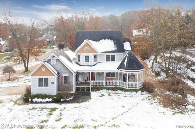 936 Deep Valley Drive, Milford Vlg, MI 48381 (#2200023886) :: The Buckley Jolley Real Estate Team