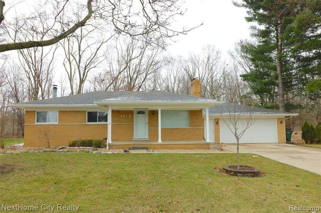 52498 Fayette Drive, Shelby Twp, MI 48316 (#2200023912) :: Alan Brown Group