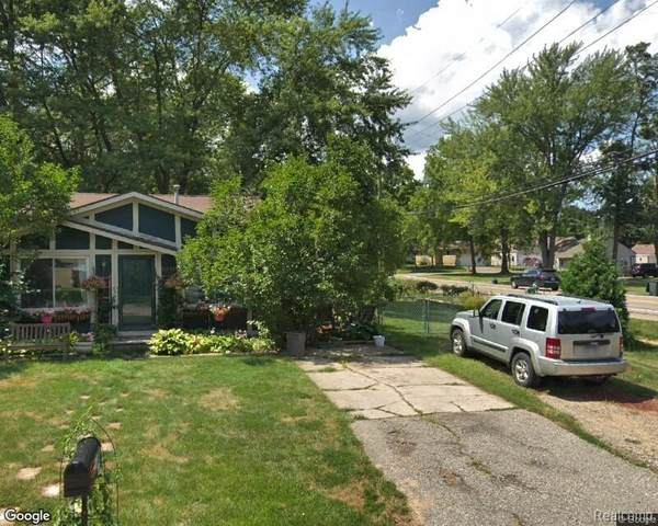 1016 Seyburn Avenue, Waterford Twp, MI 48327 (#2200023919) :: The Merrie Johnson Team