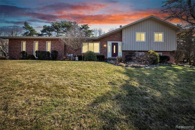 85 Whims Lane, Oakland Twp, MI 48306 (MLS #2200023953) :: The Toth Team