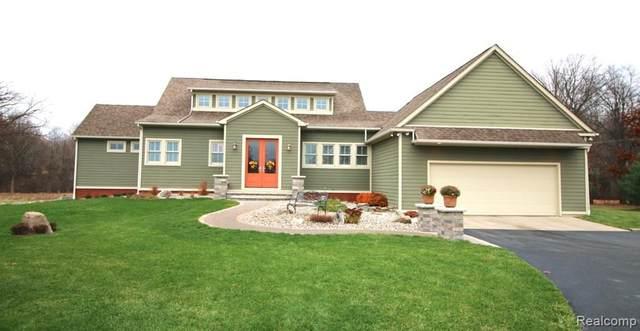 4696 Susan Drive, Highland Twp, MI 48357 (#2200024240) :: The Mulvihill Group