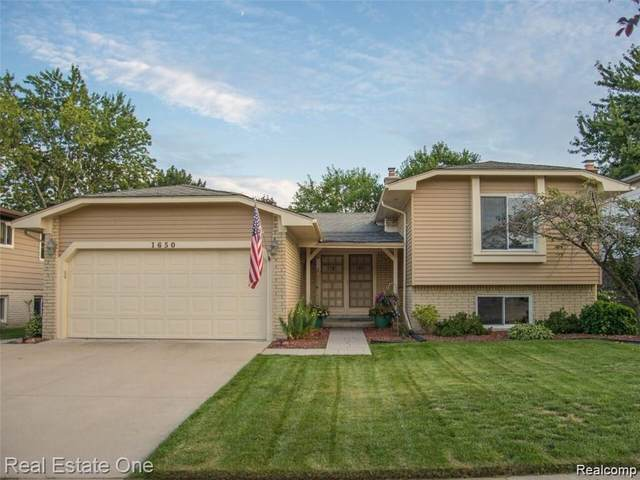 1650 Crestline Drive, Troy, MI 48083 (#2200024372) :: Alan Brown Group