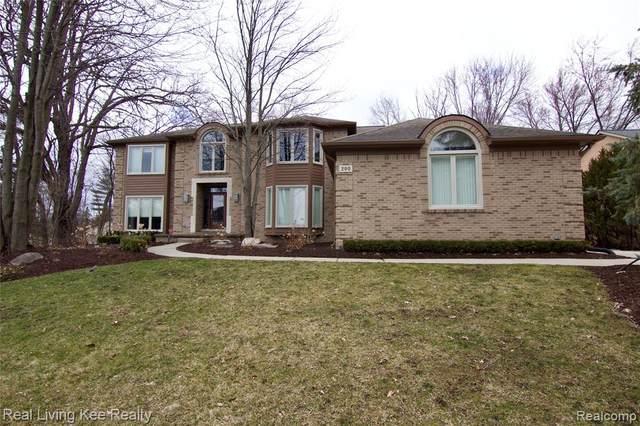 200 Cross Creek Boulevard, Rochester Hills, MI 48306 (#2200024380) :: The Merrie Johnson Team