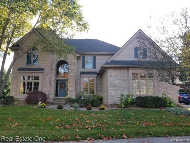 4983 Highland Court, Independence Twp, MI 48348 (#2200024382) :: The Merrie Johnson Team