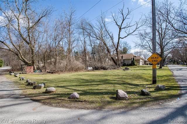 000 Crystal Street, West Bloomfield Twp, MI 48323 (#2200024578) :: BestMichiganHouses.com