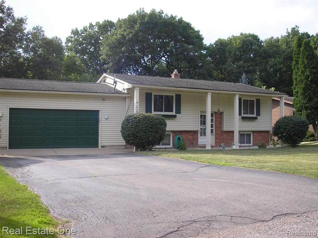2105 Highfield, Waterford Twp, MI 48329 (#2200024634) :: The Buckley Jolley Real Estate Team
