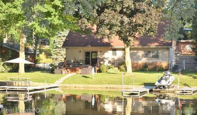 11950 Portage Lake Avenue, Putnam Twp, MI 48169 (#2200024813) :: Team DeYonker