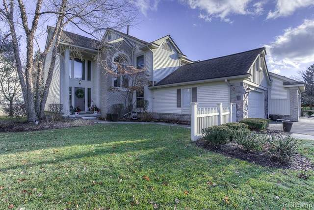 7365 Danbury Drive, West Bloomfield Twp, MI 48322 (#2200024875) :: The Mulvihill Group