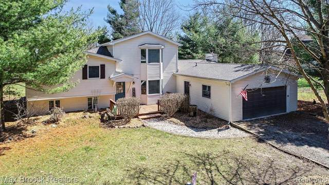 11120 Linden Road, Tyrone Twp, MI 48430 (#2200024898) :: Springview Realty