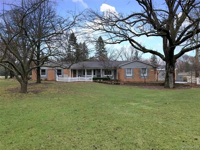 2360 Kingsford Road, Rochester Hills, MI 48309 (#2200024966) :: Team DeYonker
