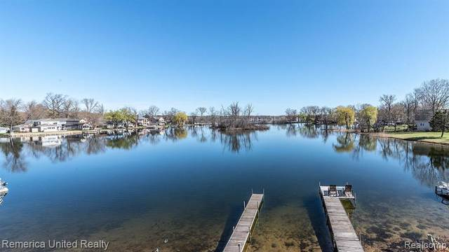 8885 Lagoon Drive, Hamburg Twp, MI 48116 (MLS #2200025026) :: The Toth Team