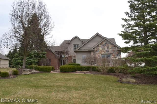 393 Gleneagles, Highland Twp, MI 48357 (#2200025101) :: The Mulvihill Group